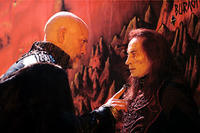 King Galbatorix (John Malkovich) makes a point to his minion, the sorcerer Durza (Robert Carlyle) in