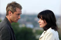 Jude Law and Juliette Binoche in