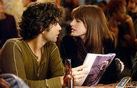 Andy (Anne Hathaway) and her boyfriend Nate (Adrian Grenier) in
