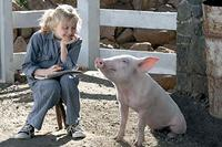 Fern (Dakota Fanning) and Wilbur in