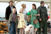 Louis Corbett (front, left) as Avery and Dakota Fanning (front, left center) as Fern. Behind them, Kevin Anderson (back, left) as Mr. Arable, Essie Davis (back, center left) as Mrs. Arable, Siobhan Fallon Hogan (back, center right) as Mrs. Zuckerman and Gary Basaraba (back, right) as Homer Zuckerman in