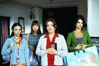 Yohana Cabo as Paula, Lola Duenas as Sole, Carmen Maura as Grandmother Irene, Penelope Cruz as Raimunda in