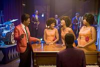 James 'Thunder' Early (Eddie Murphy), teaches the Dreamgirls a song in