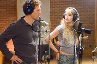 Alex Fletcher (Hugh Grant) and Cora Corman (Haley Bennett) at the recording studio in