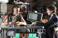 School bully Murphy Bivens (Tyler Hilton) and Charlie Bartlett (Anton Yelchin) negotiate their business plan in
