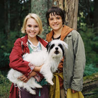 AnnaSophia Robb and Josh Hutcherson in