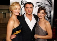Amber Valletta, Julian McMahon and Sandra Bullock at the Hollywood premiere of