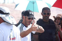 Director Peter Berg and Jamie Foxx on the set of
