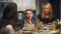 Heather Wahlquist as Aunt Kelly, Abigail Breslin as Anna and Cameron Diaz as Sara in