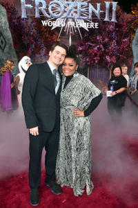 Jason Ritter and Yvette Nicole Brown
