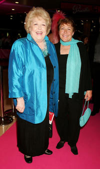Toni Lamond and Helen Reddy at the world premiere of