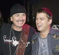Carlos Santana and Rob Thomas at the 2005 American Music Awards.