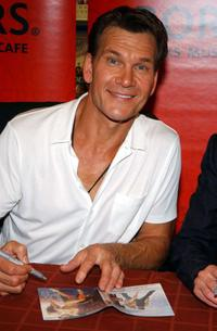 Patrick Swayze at the Borders Bookstore to sign copies of his new movie