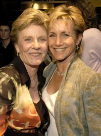 Patty Duke and Gabrielle Carteris at the 2004 Capitol Hill Spotlight Awards ceremony.