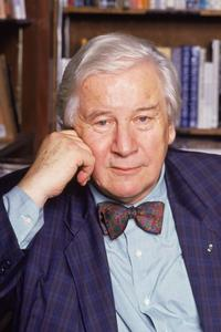 Portrait of British actor Peter Ustinov in a library.
