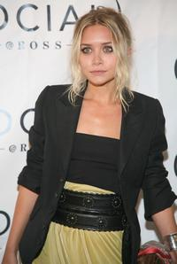 Ashley Olsen at the Hampton Social at Ross Concert by James Taylor.