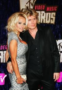 Pamela Anderson and Hans Klok at the 2007 MTV Video Music Awards.