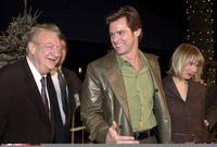 Rodney Dangerfield and Jim Carrey at the premiere of