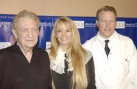 Rodney Dangerfield, wife Joan and surgeon Dr.Neil Martin at the Press Conference.