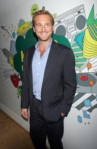 Josh Lucas poses for a photo at the MTV's Total Request Live.