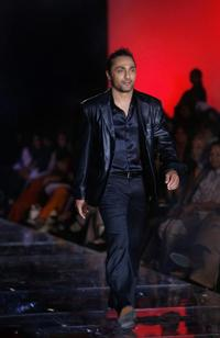 Rahul Bose at the Grand finale of Wills India Fashion Week.