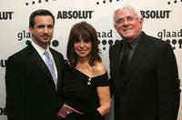 Neil G. Giuliano, Marlo Thomas and Phil Donahue at the 17th Annual GLAAD Media Awards.
