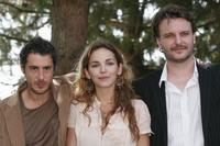 Stephan Guerin-Tillie, Claire Keim and Yannis Baraban at the photocall of