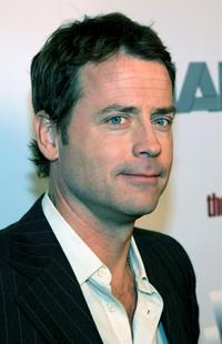 Greg Kinnear poses at the premiere of