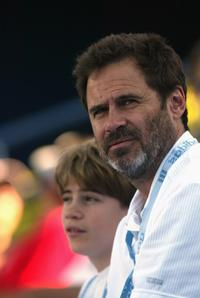 Dennis Miller at the match between Andy Roddick and Hyung-Taik Lee.