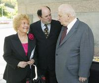 Charles Durning, Charlotte Rae and Jason Alexander at the 2004 Actors' Fund/Variety Tony Awards Party.