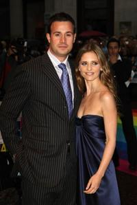 Freddie Prinze, Jr. and Sarah Michelle Gellar at the premiere of