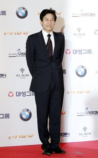 Ahn Sung-ki at the 43rd Annual Daejong Film Festival.