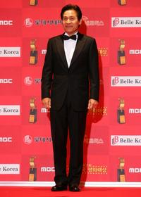 Ahn Sung-ki at the 7th Korean Film Awards.