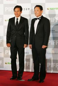 Ahn Sung-ki and Yoo In-Chon at the Opening Ceremony of 13th Pusan International Film Festival.