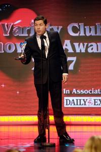 Lee Evans at the variety club showbiz awards, receives an award.