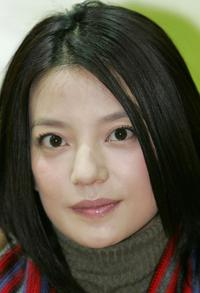 Zhao Wei at the press conference to promote Yalu garment.