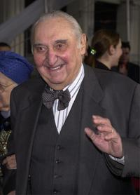Fyvush Finkel at the 2001 TV Guide Awards.