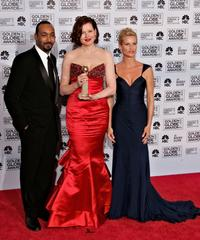 Jesse L. Martin, Geena Davis and Nicollette Sheridan at the 63rd Annual Golden Globe Awards.