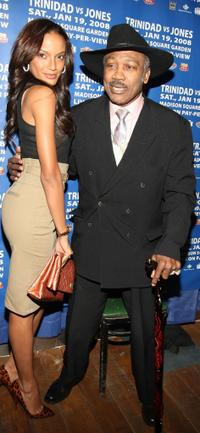 Selita Ebanks and Joe Frazier at the kick off