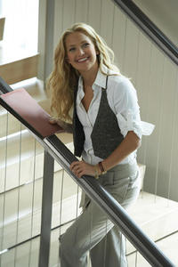 Kate Hudson as Alexis in