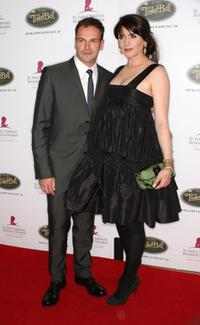 Jonny Lee Miller and Michele Hicks at the Fifth Annual Runway For Life.