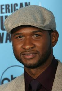 Usher Raymond at the 2007 American Music Awards.
