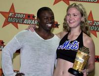 Sean Patrick Thomas and Julia Stiles at the 2001 MTV Movie Awards for