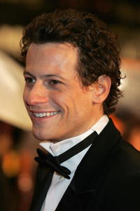Ioan Gruffudd arrives at the 2006 BAFTA Awards.