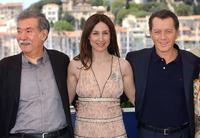 Bernard Giraudeau, Elsa Zylberstein and Raoul Ruiz at the Palais des Festivals for the photocall of