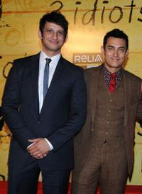 Sharman Joshi and Aamir Khan at the premiere of