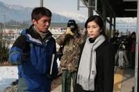 Director Izuru Narushima and Yuko Takeuchi on the set of
