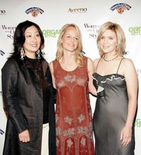 Jeanie Pyun, Helen Hunt and Alison Krauss at the Organic Style Magazine awards ceremony.