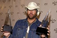 Toby Keith at the 32nd Annual American Music Awards.