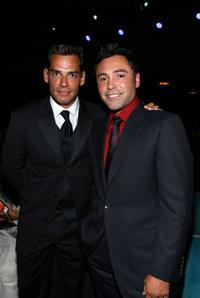 Cristian de la Fuente and Oscar de la Hoya at the 2008 ALMA Awards.
